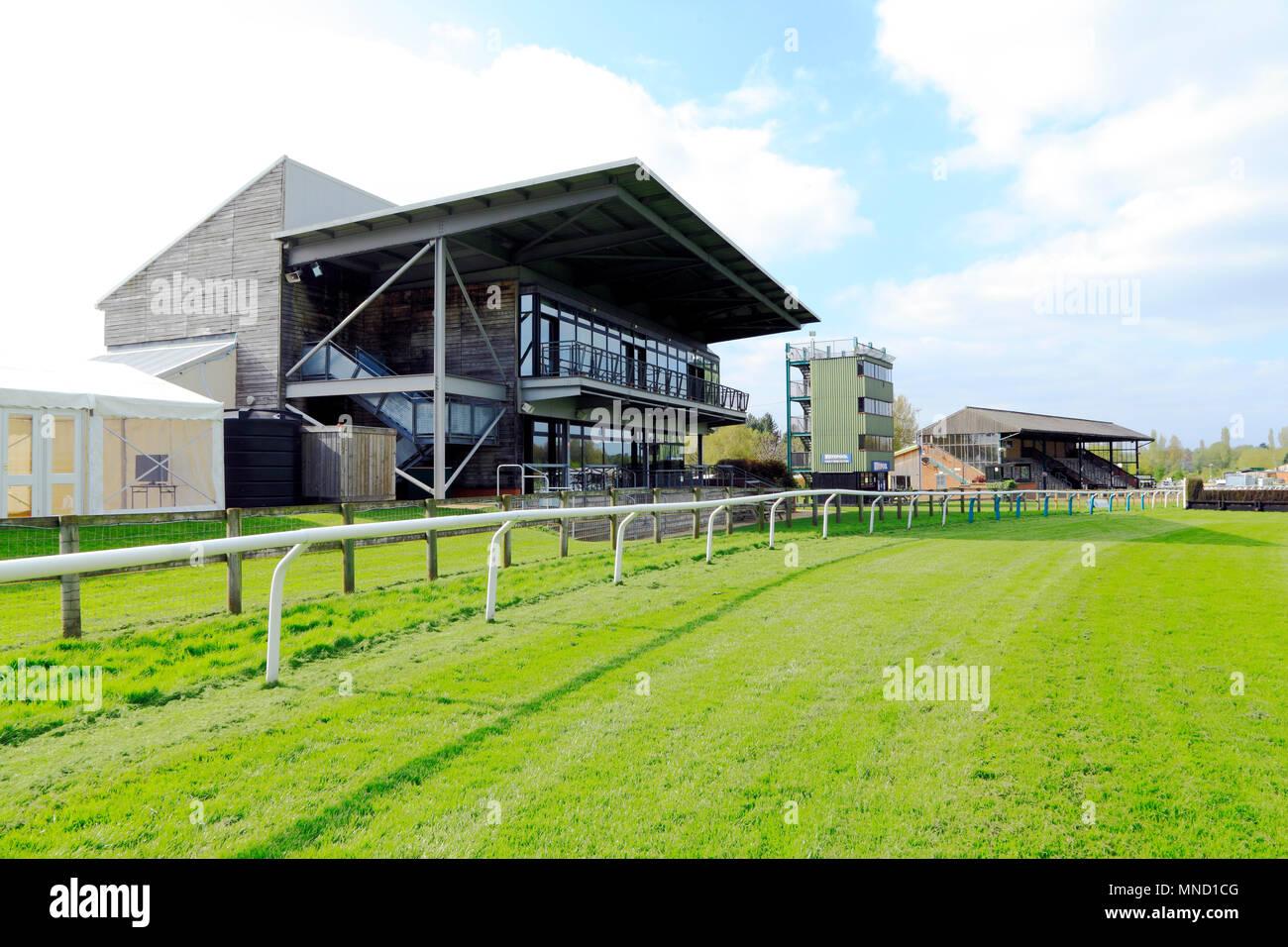 Fakenham Race Course, el área de visualización, tribuna, totepool, espectador gabinetes, Norfolk, Inglaterra, Reino Unido, carreras de caballos, pista, pistas, gradas Imagen De Stock