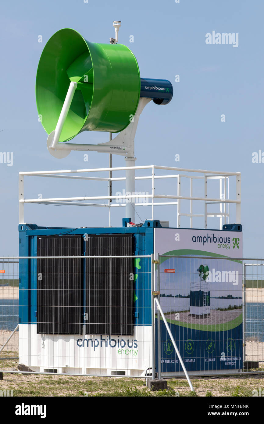 Estación de energía móvil anfibio, contenedor de energía que genera electricidad en el sitio con la energía eólica y solar, donde es necesario, Puerto de R Imagen De Stock