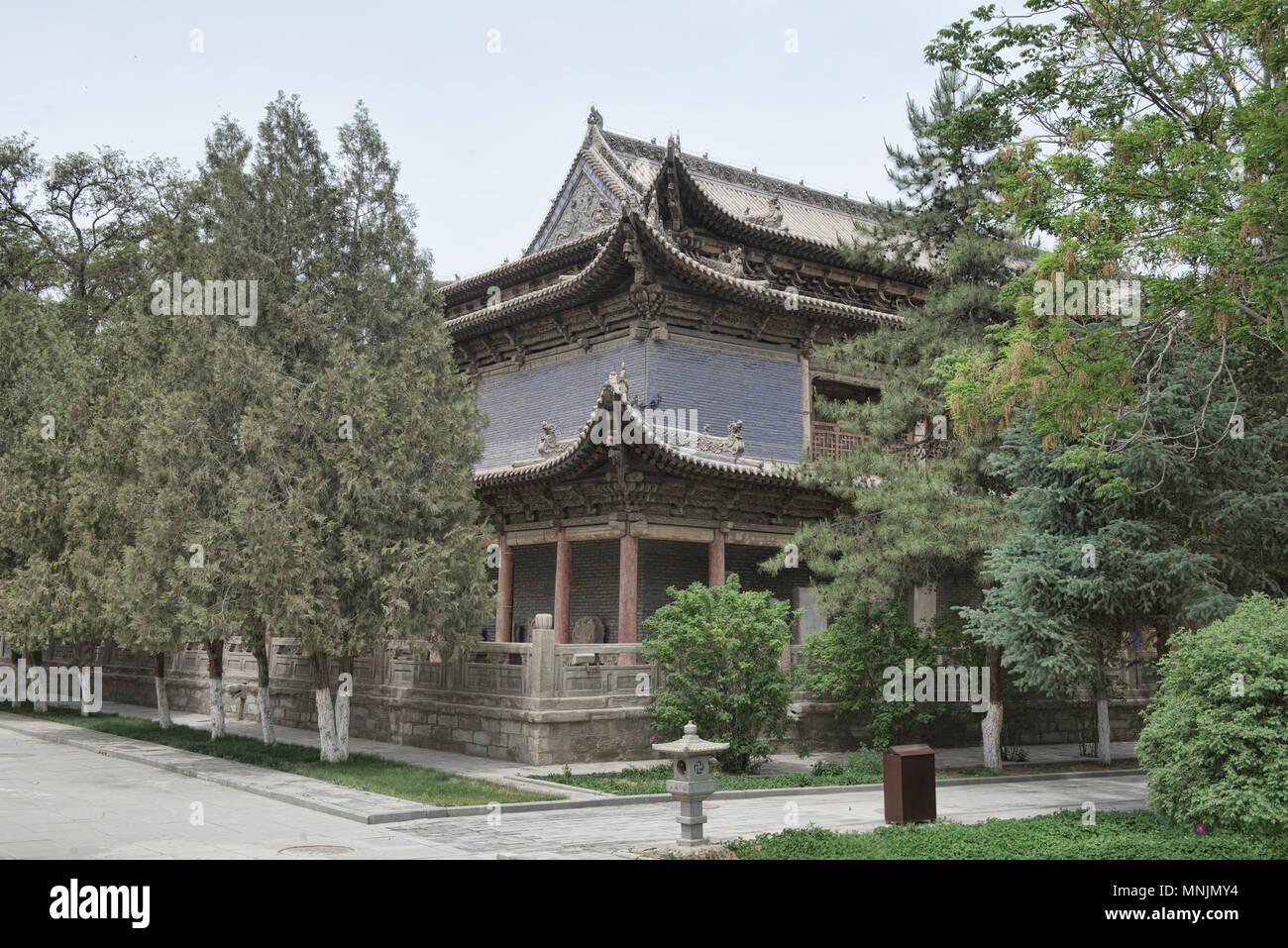 Uno de los antiguos edificios de la Dafo Templo (Gran Templo del Buda), que data de 1100, Zhangye, Gansu, China Foto de stock