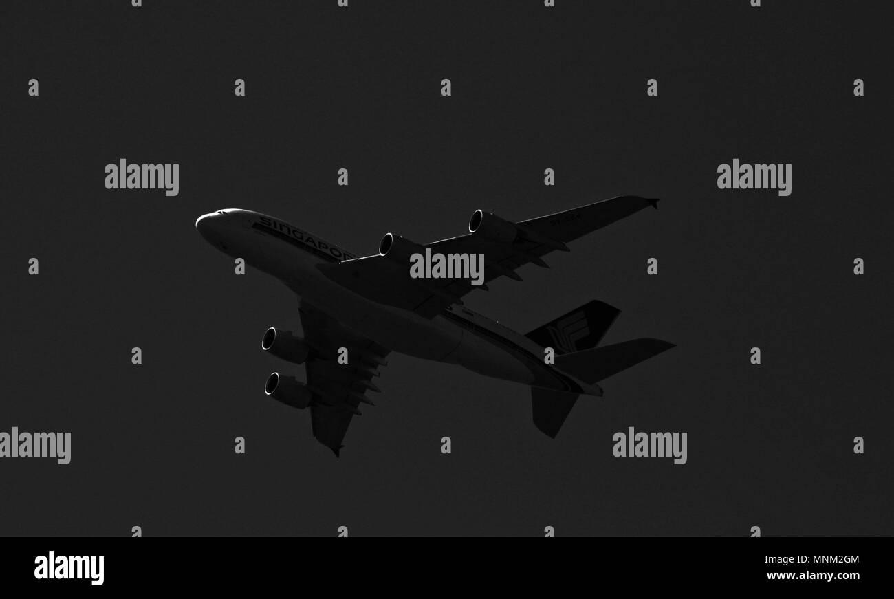 Avión despegando desde Heathrow Foto de stock