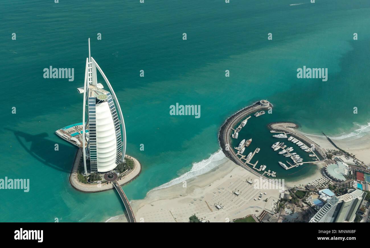 Dubai, Emiratos Arabes Unidos, el 18 de mayo, 2018: Vista aérea del mundo más altamente clasificado Hotel Burj Al Arb Imagen De Stock
