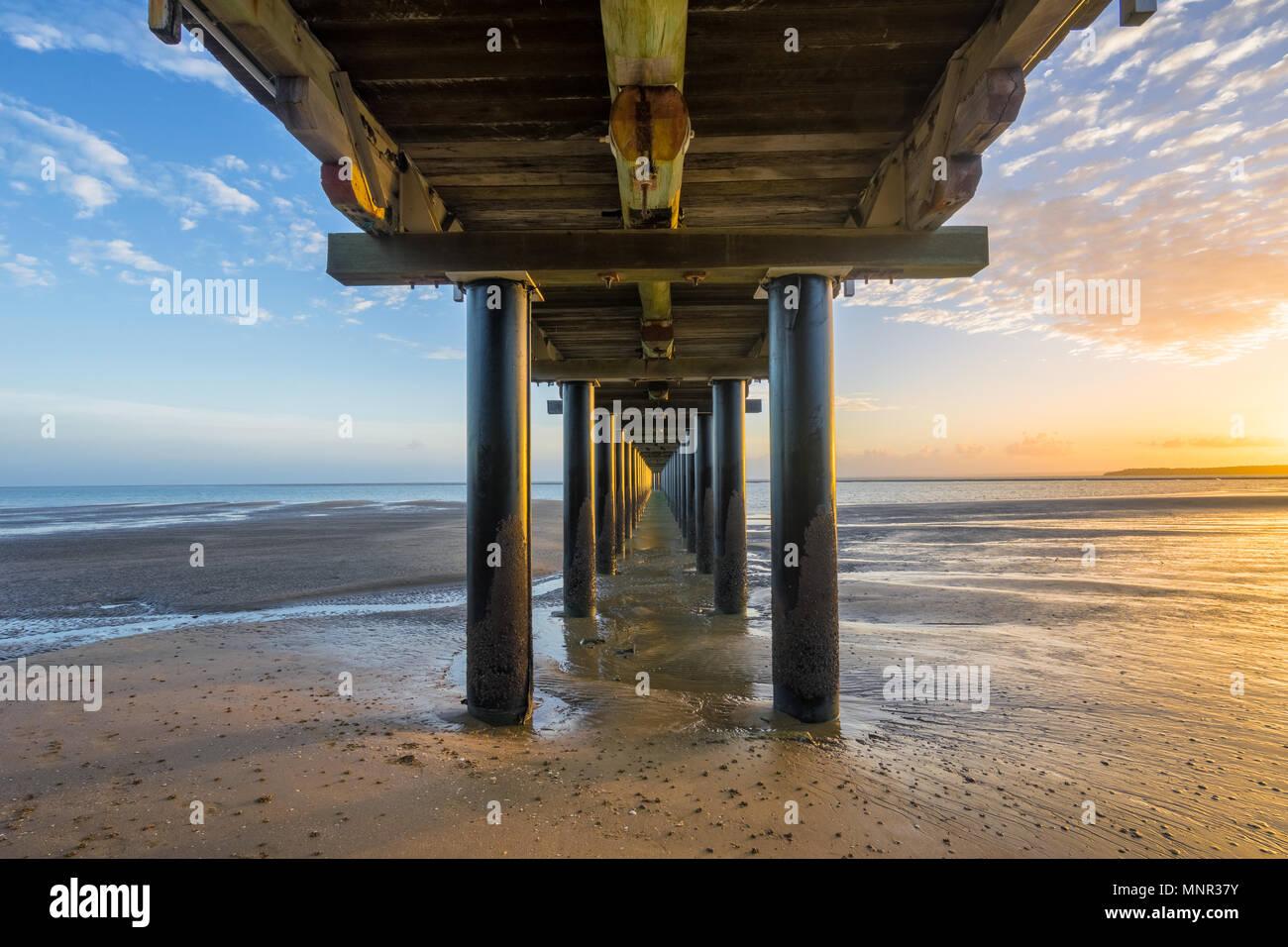 Amanecer en Urangan Pier, Hervey Bay, Fraser Coast, Queensland, Australia Foto de stock