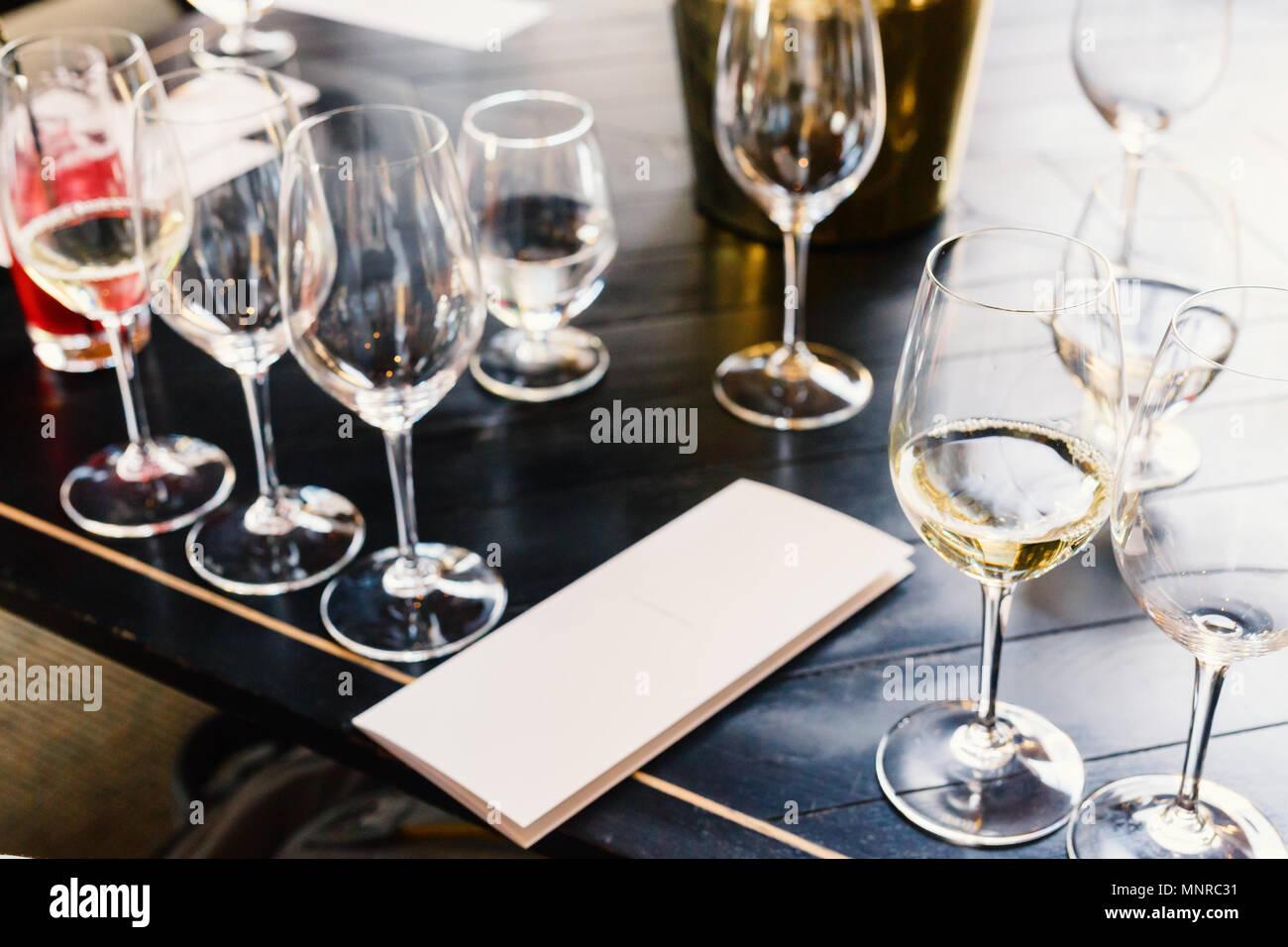 Cata de vinos en Sudáfrica estate en Western Cape región vitivinícola Imagen De Stock