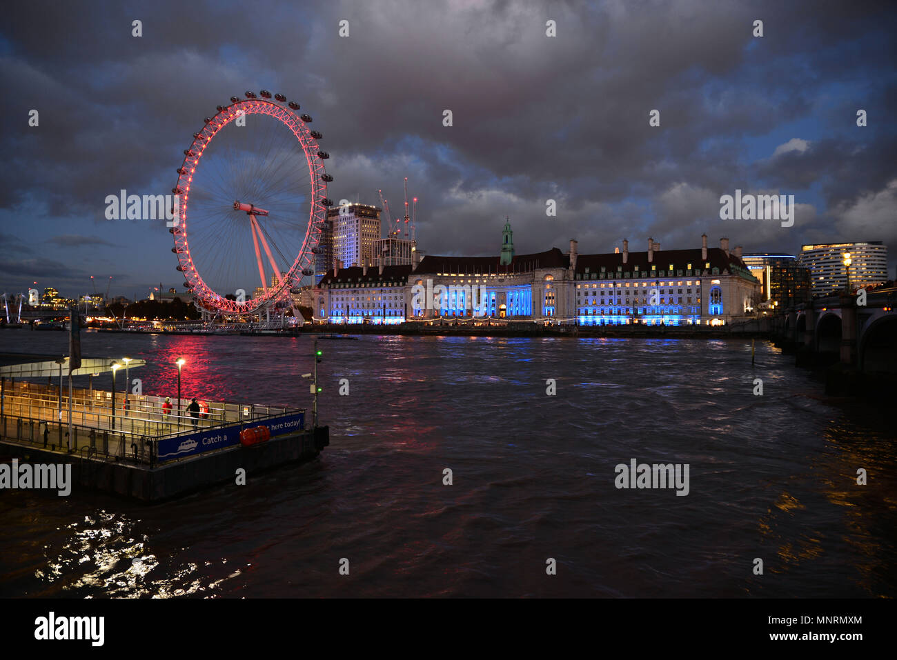 Nigh luces en London Eye, London, UK Foto de stock