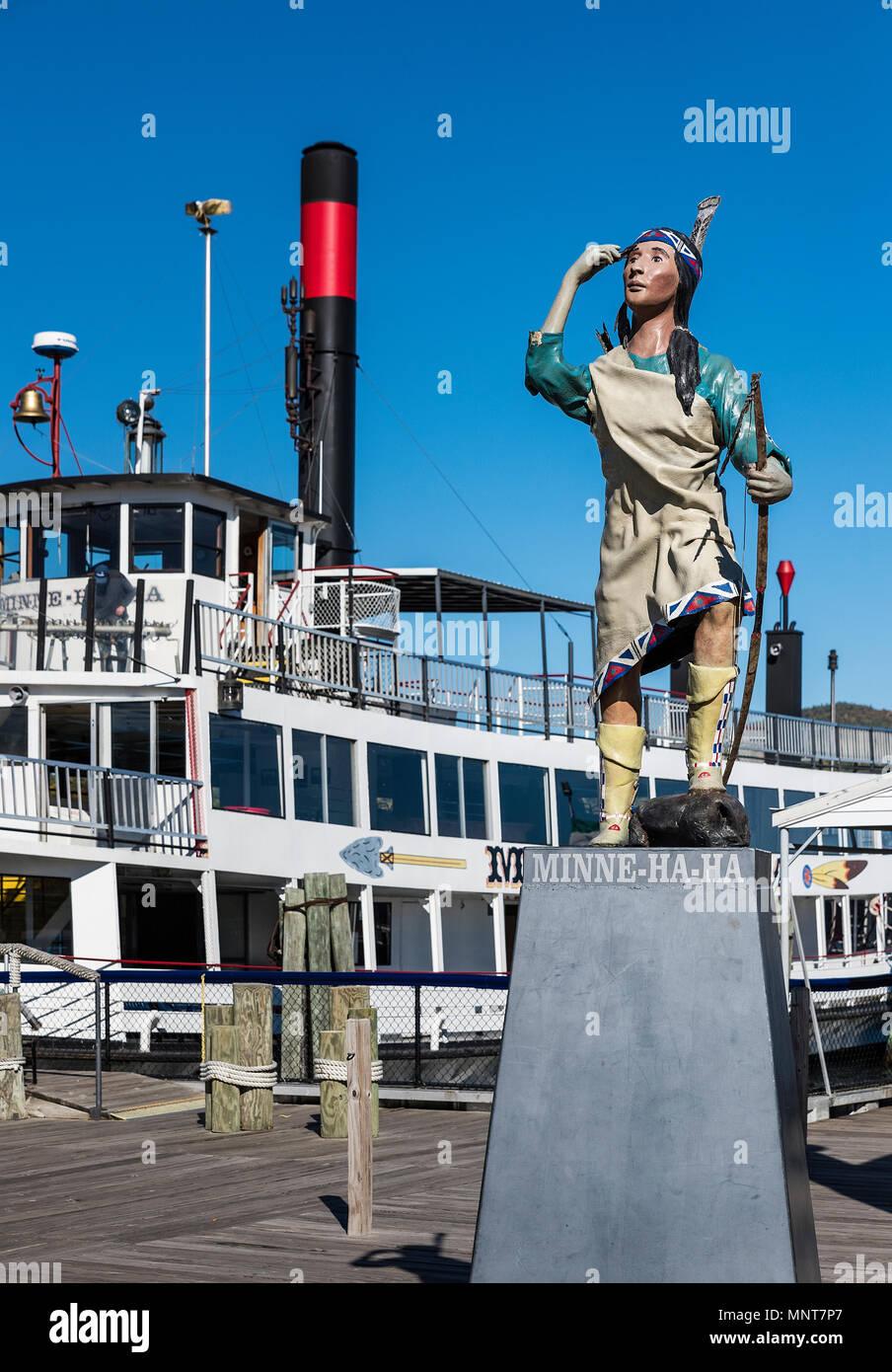 Minnie ja ja crucero ofreciendo recorridos escénicos de Lake George, Nueva York, Estados Unidos. Imagen De Stock