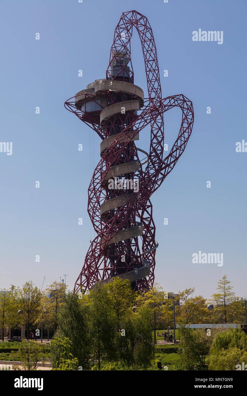 Arcelormittal Orbit escultura en el Queen Elizabeth Olympic Park en Londres Foto de stock