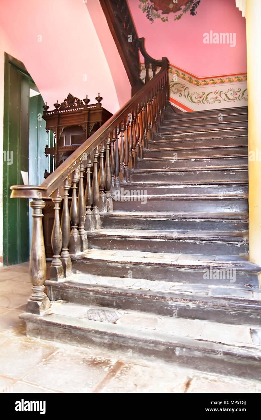 Resumen Detalle De Escaleras Rusticas En Trinidad Construccion - Escaleras-rusticas-de-interior