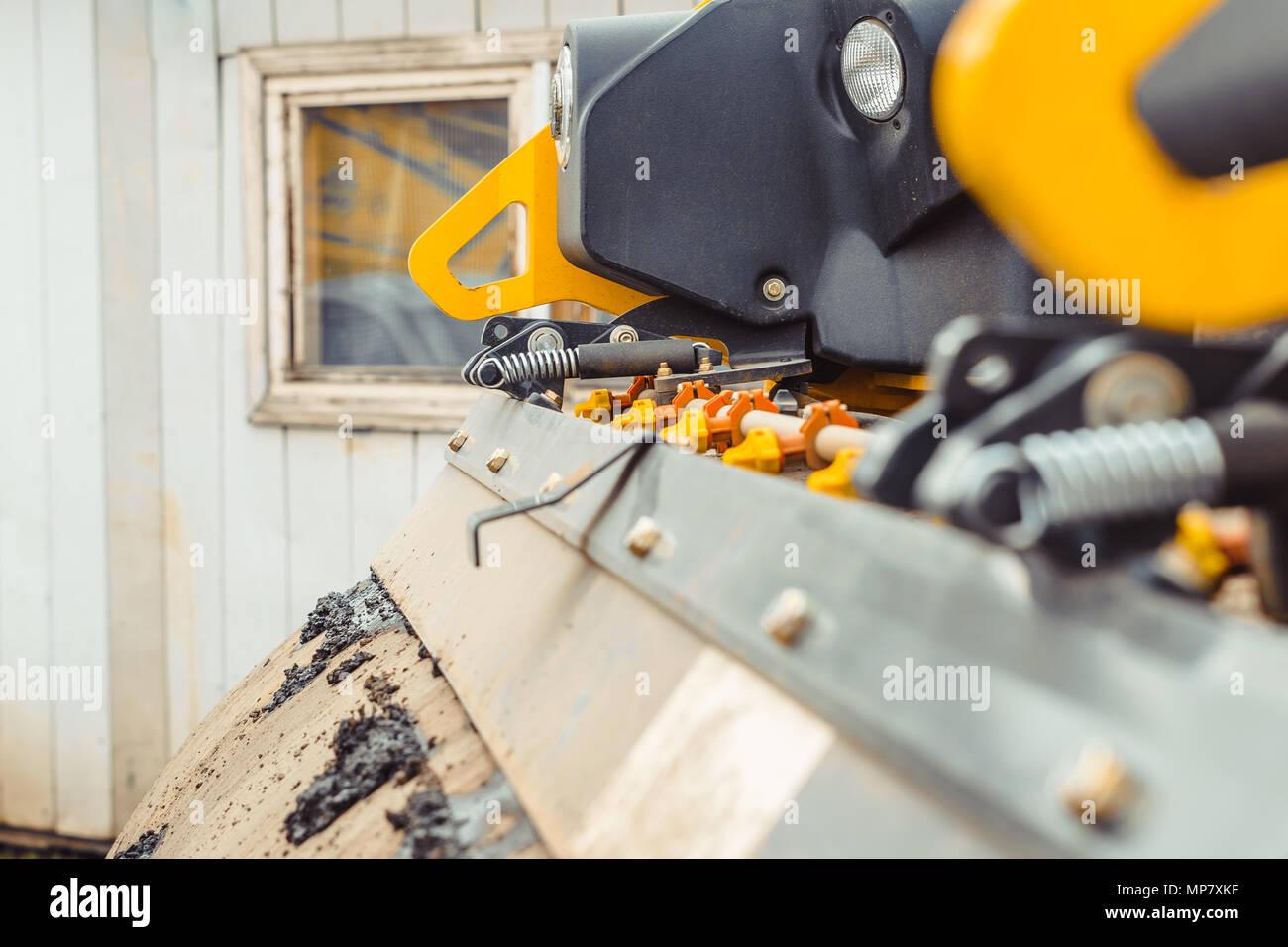 Las máquinas de colocación de asfalto Foto de stock