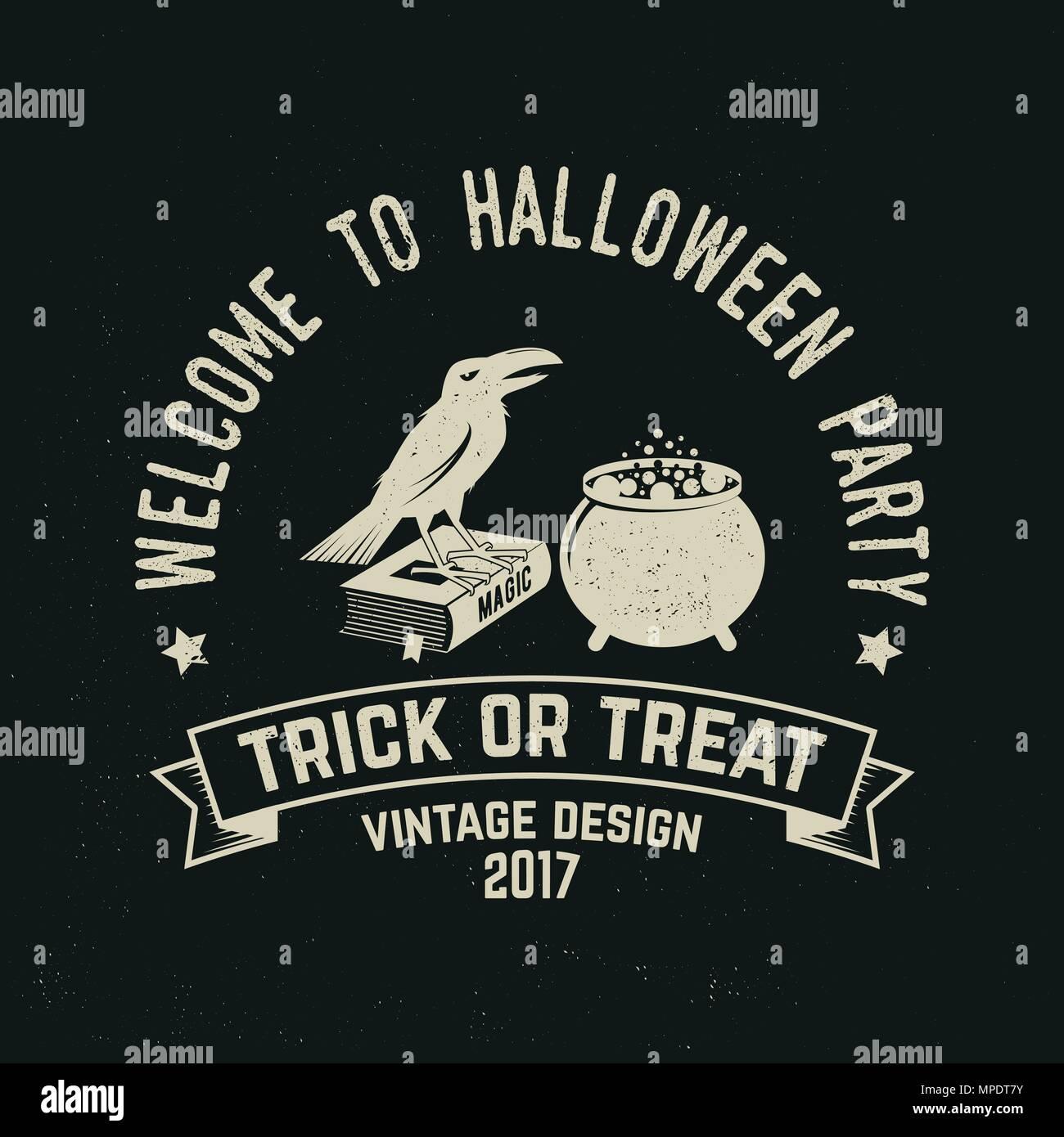 Bienvenido a la fiesta de Halloween. Vector logo retro de Halloween. Concepto de camiseta, logo, impresión, timbre o sello o parche. Crow, libro mágico y bote. De Halloween Imagen De Stock