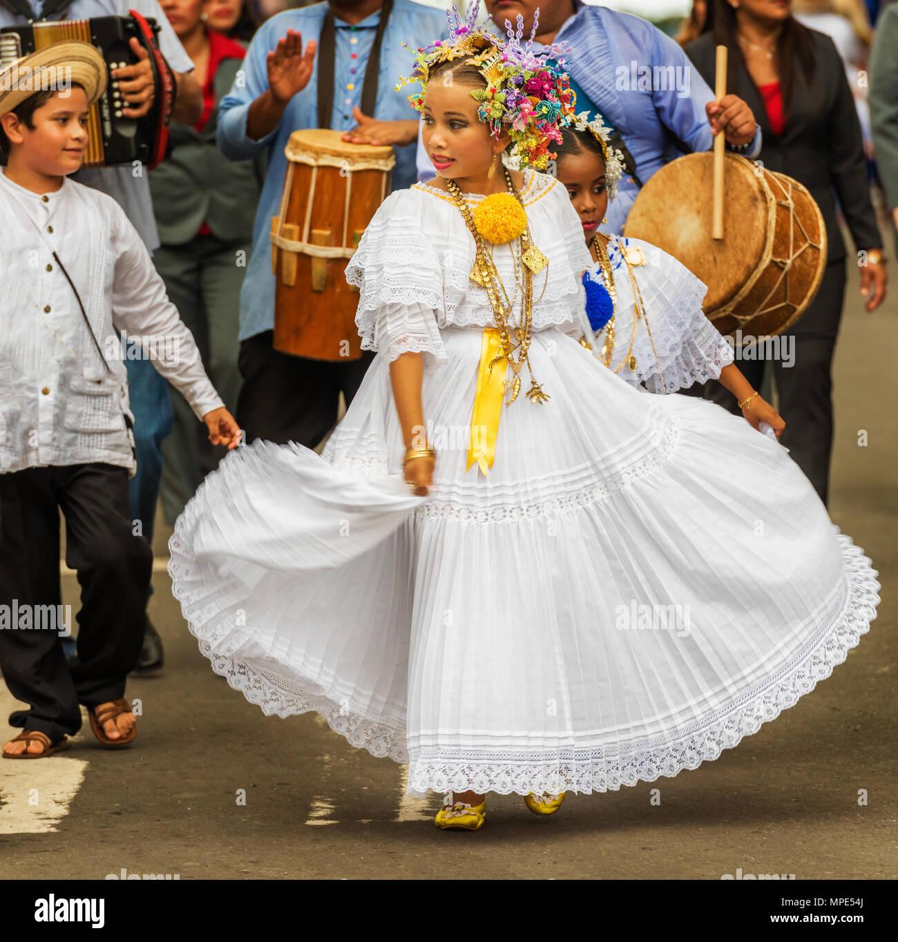 Chitre Panama Noviembre 19 2016 Vestida Con Traje Tradicional