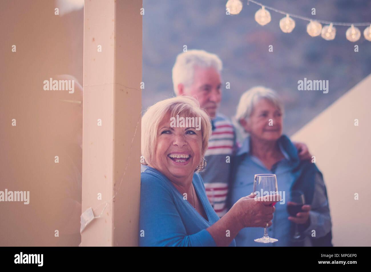 Big Smile Para Los Ancianos Mujer Durante Su Tiempo De Ocio