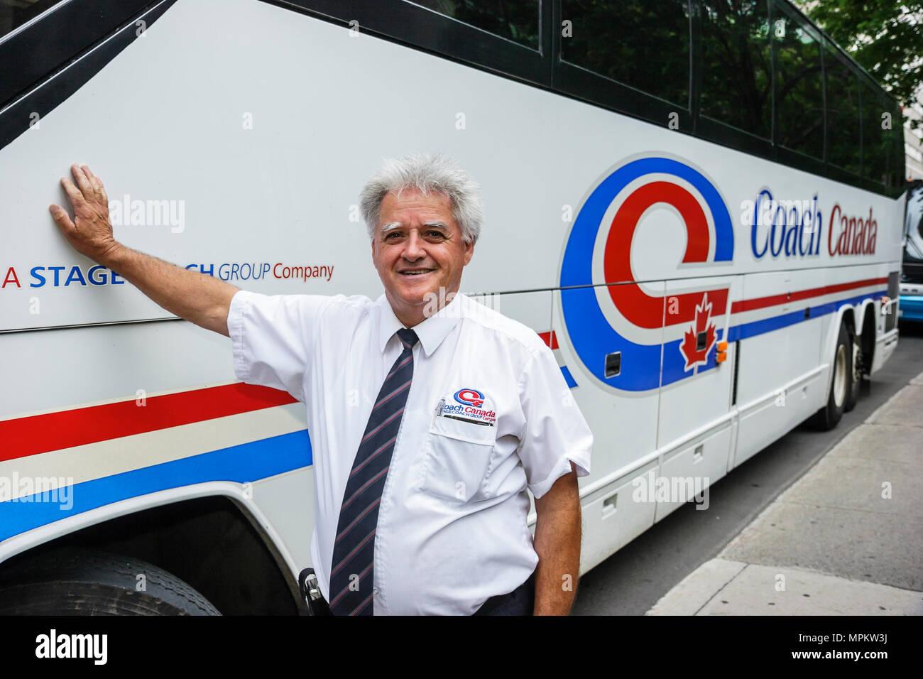 Montreal, Canadá, del Boulevard Rene Levesque Fairmont Queen Elizabeth Hotel male tour conductor de bus Imagen De Stock