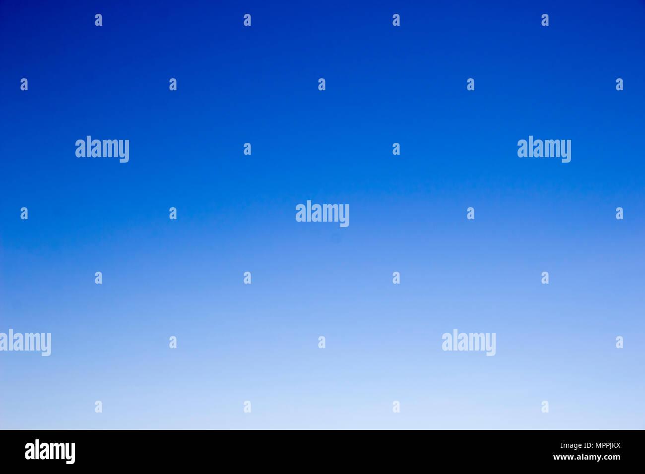 Inmenso cielo azul, sin nubes Imagen De Stock