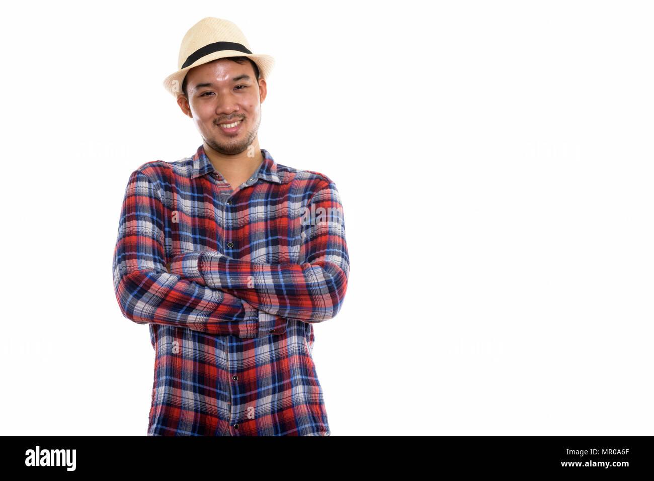 Foto de estudio de jóvenes asiáticos feliz Hombre sonriendo con los brazos cruzados. Imagen De Stock