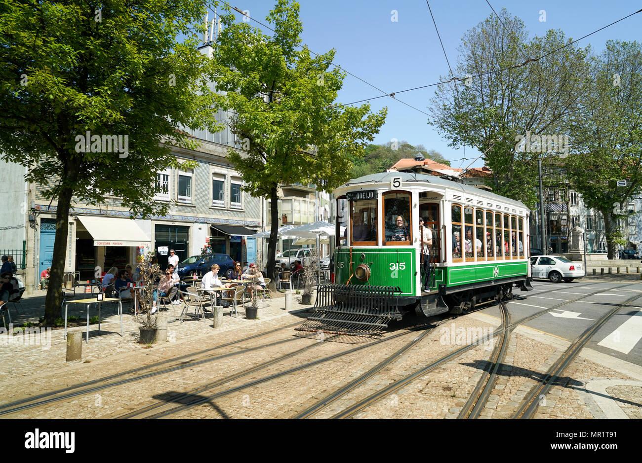 Carro eléctrico No.315 durante el desfile anual de tranvía, Porto -1 Imagen De Stock