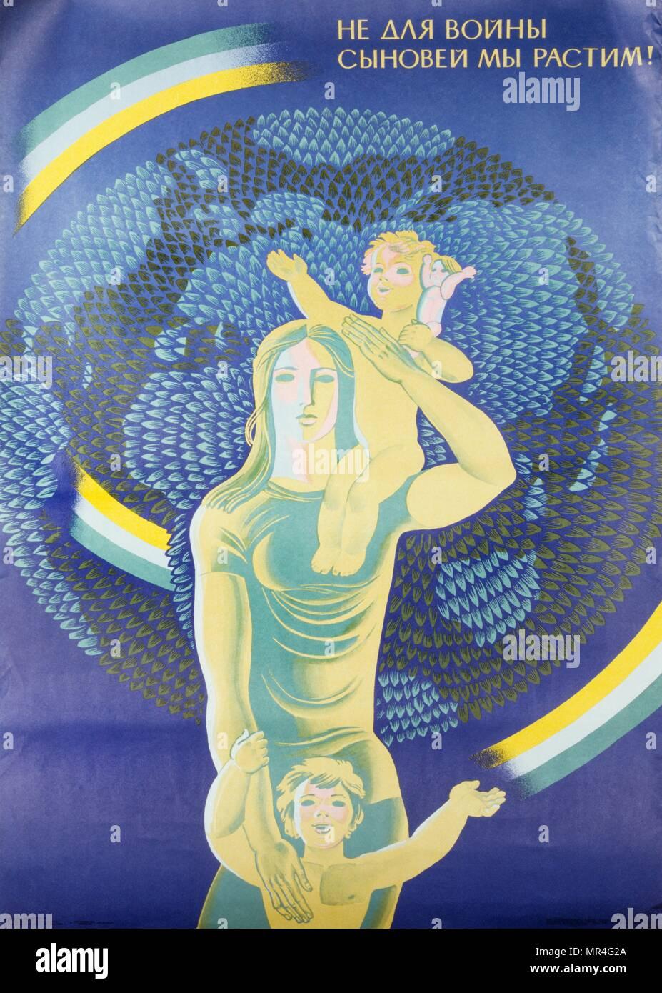 No estamos criando a nuestros hijos para la guerra! Federación de la Unión Soviética, la guerra fría, la propaganda poster por L.M. Nepomyashchy 1965 Imagen De Stock