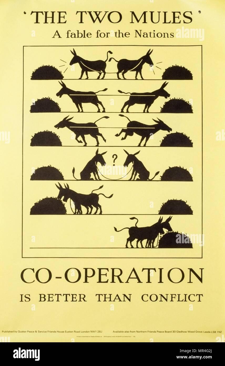 La cooperación es mejor que el conflicto' la paz organización cuáquera, British anti-guerra fría, la propaganda poster 1970 Imagen De Stock