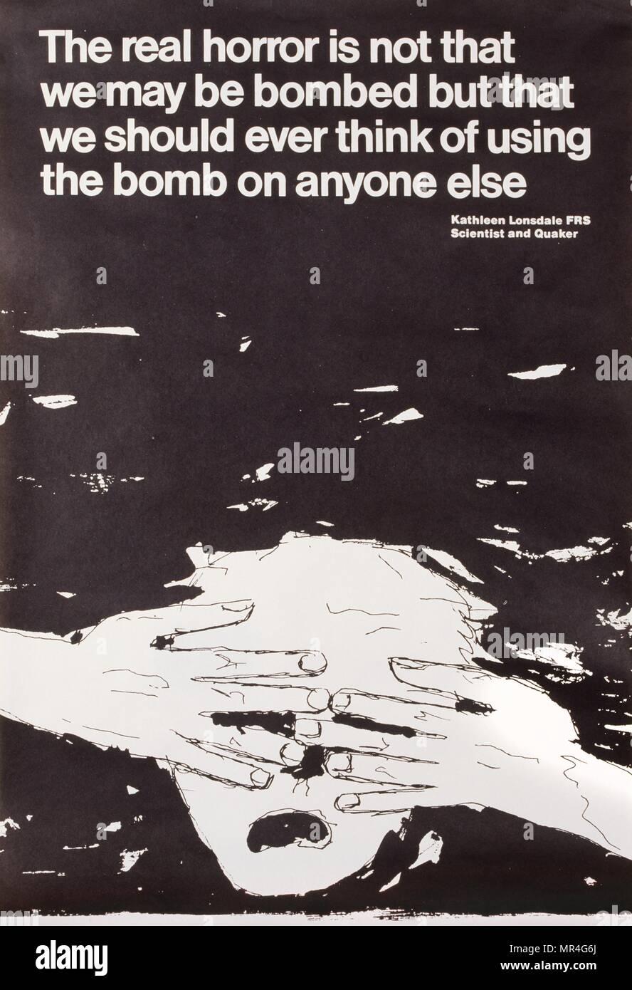 La paz organización cuáquera, British anti-guerra fría, carteles de propaganda durante la guerra fría 1976 Imagen De Stock