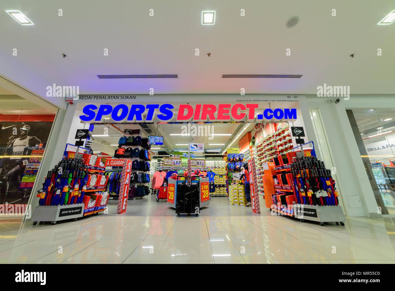 c46b55969 En Penang, Malasia - Nov 12, 2017 : Deportes tienda directa. Sports Direct  International plc es un grupo minorista británico. Creada en 1982 por Mike  Ashley
