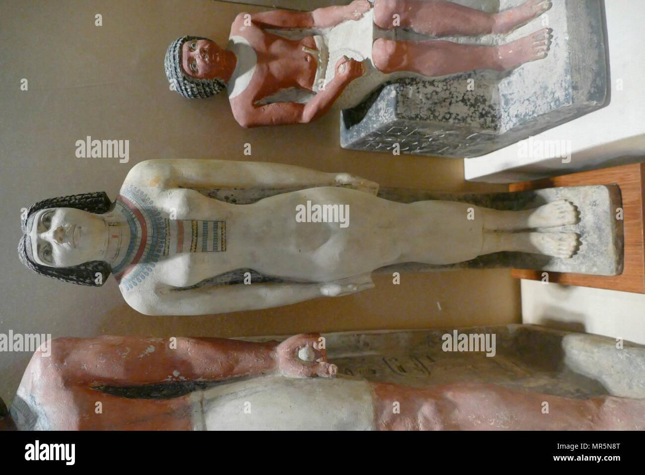 La figura de piedra caliza pintada, Sexta Dinastía del antiguo Egipto; el antiguo reino de Egipto dinástica. Foto de stock