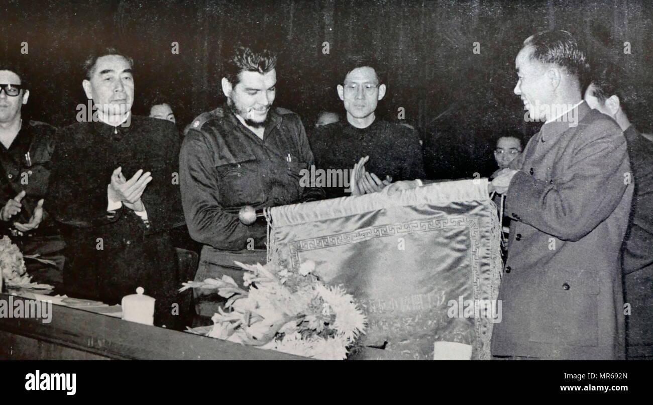 Revolucionario Cubano Che Guevara con Mao Zedong y Zho Enlai en Beijing, China 1965 Imagen De Stock