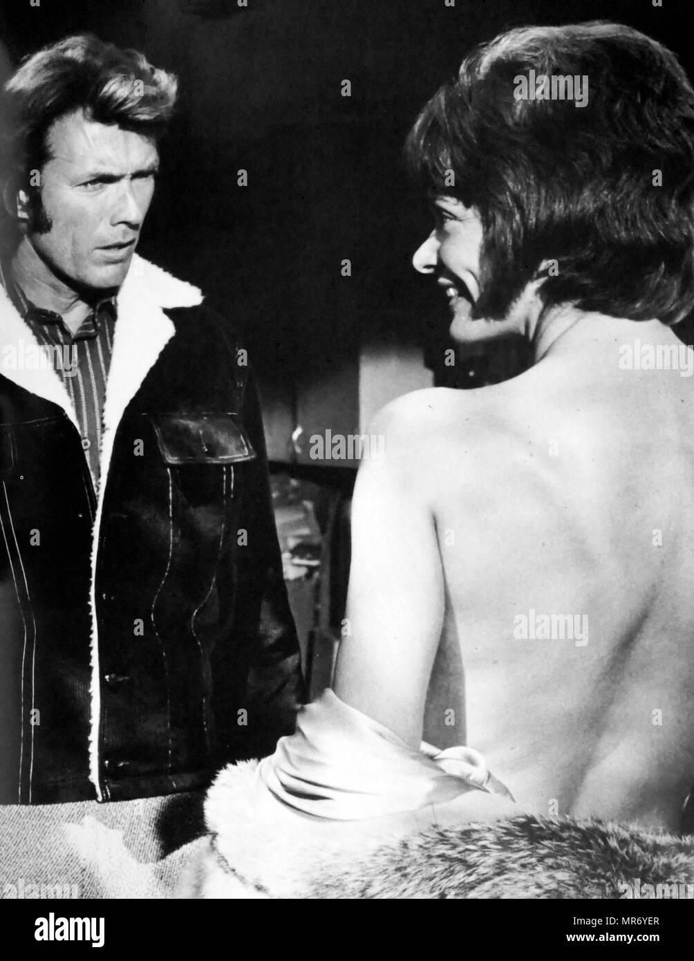 Jugar Misty para mí; película de suspense psicológico estadounidense de 1971, dirigida y protagonizada por Clint Eastwood, en su debut como director y Jessica Walter. En la película, Eastwood desempeña el papel de un disc jockey de radio siendo acosadas por una mujer obsesionada fan. Imagen De Stock