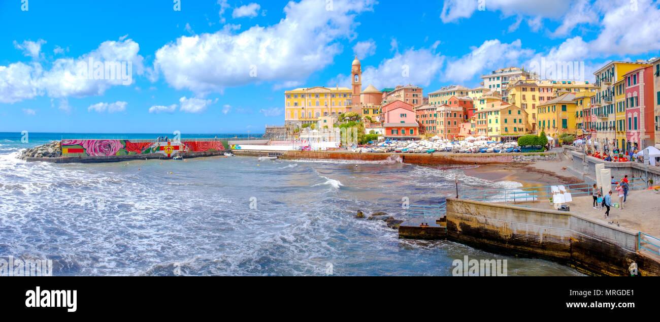 Coloridos paisajes de la riviera italiana de Genova Nervi Porticciolo - ciudad de Liguria - Italia Imagen De Stock
