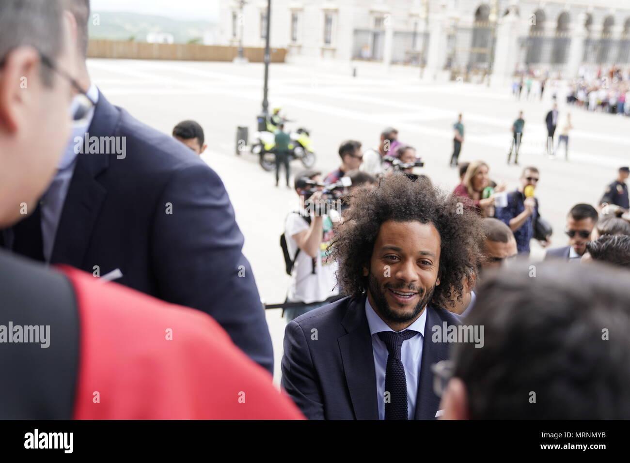 Marcelo, en la Catedral de La Almudena de Madrid el 27 de mayo de 2018, como jugadores de fútbol del Real Madrid llegan a celebrar para ganar su tercer título de Liga de Campeones en una fila en Kiev. Imagen De Stock
