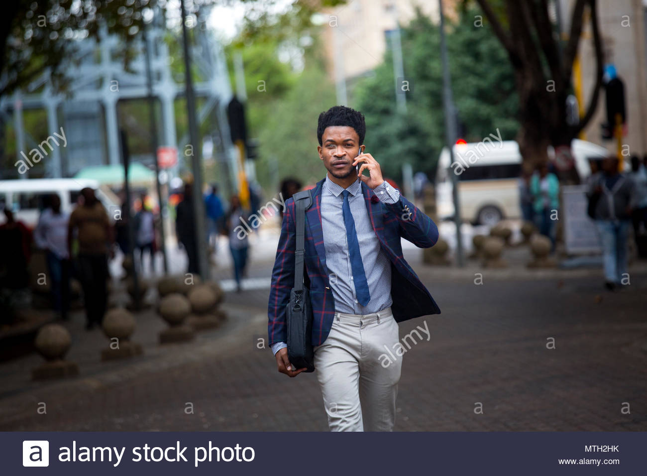 Hombre de negocios en una llamada de teléfono. Imagen De Stock