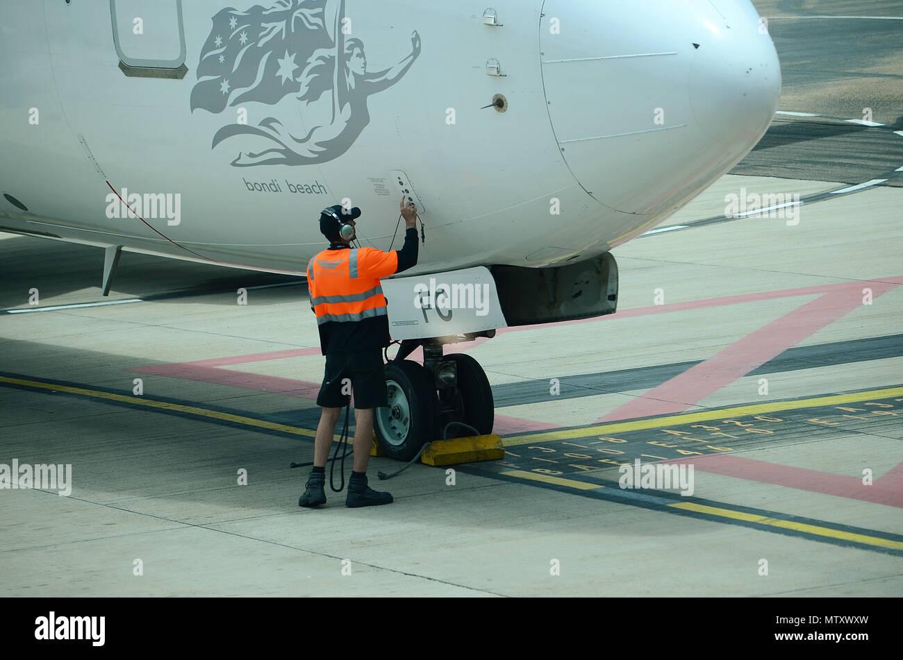 Avión de pasajeros, controles de vuelo previamente Foto de stock