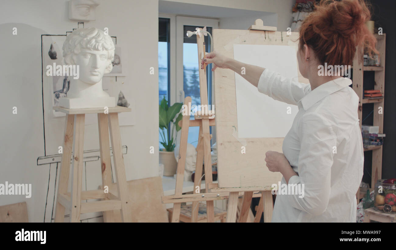 nice cheap release date: info for Mujer dibujo artístico busto de yeso en el taller Foto ...
