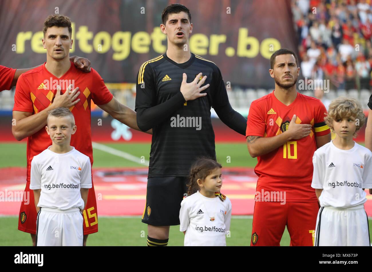 ¿Cuánto mide Edinson Cavani? - Real height Bruselas-belgica-2nd-jun-2018-thomas-meunierthibaut-courtois-y-eden-riesgo-belgicadurante-el-2018-fifa-juego-amistoso-partido-de-futbol-entre-belgica-y-portugal-el-2-de-junio-de-2018-en-el-estadio-rey-balduino-en-bruselas-belgica-foto-laurent-lairys-dppi-credito-laurent-lairysagence-locevaphotosalamy-live-news-mx673p
