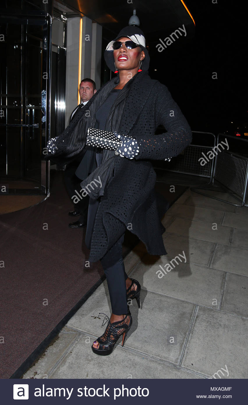 Las supermodelos Kate Moss y Naomi Campbell, disfrutar de una noche en el  45 de Park Lane Hotel en Mayfair, después de asistir a la fiesta de verano  de la ... 0fcdf0ee55