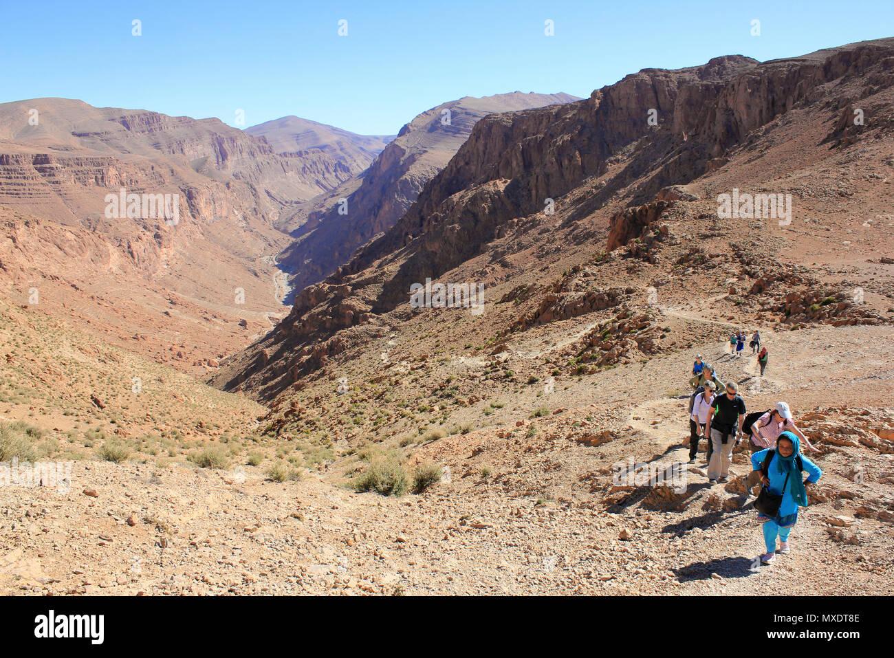 Senderismo en el valle del Todra Marruecos Imagen De Stock