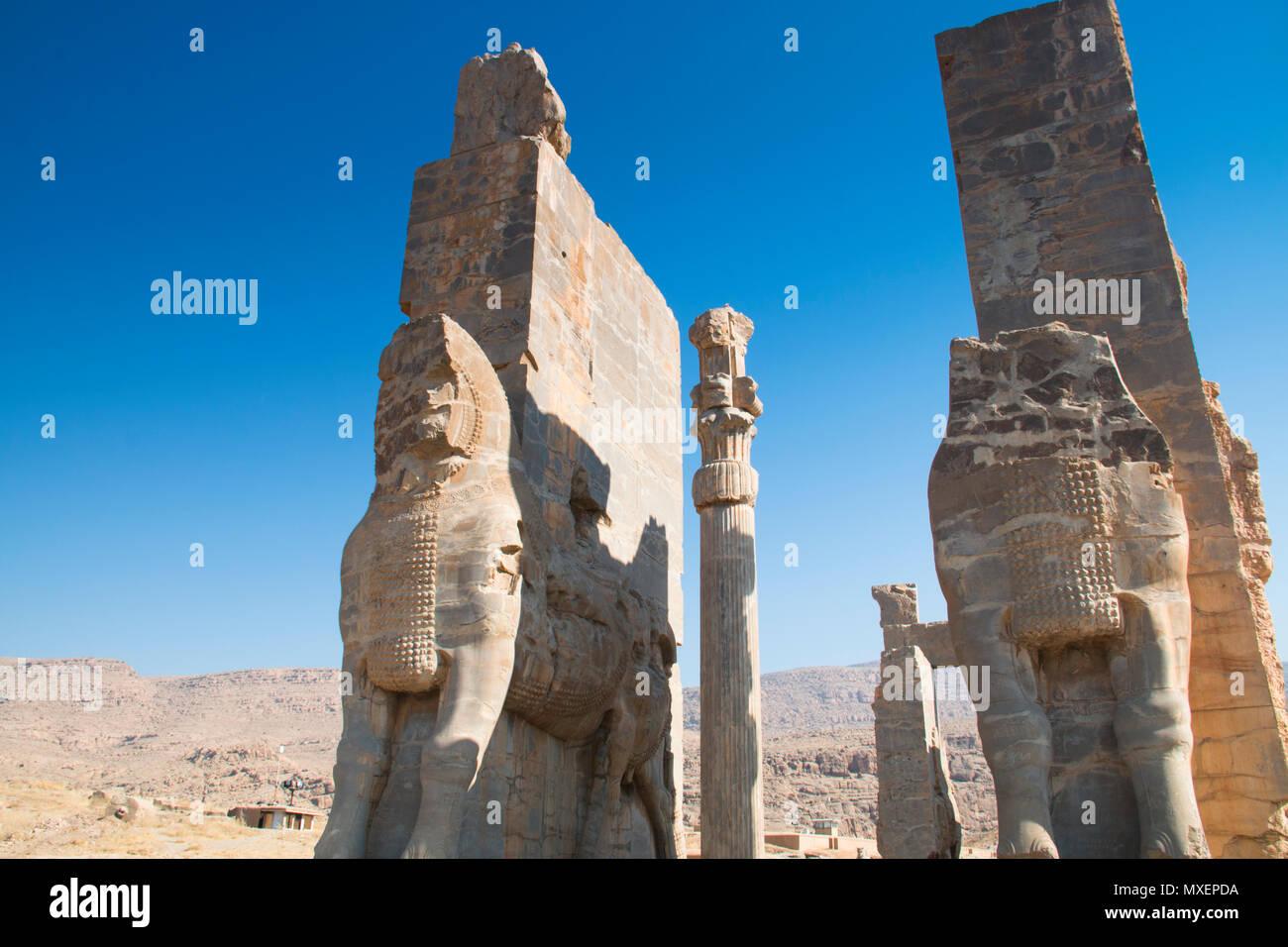 Puerta de todas las naciones en la antigua ciudad de Persépolis fue una vez la capital del imperio aqueménido y ahora es patrimonio de la UNESCO. El sitio se puede encontrar aen Imagen De Stock