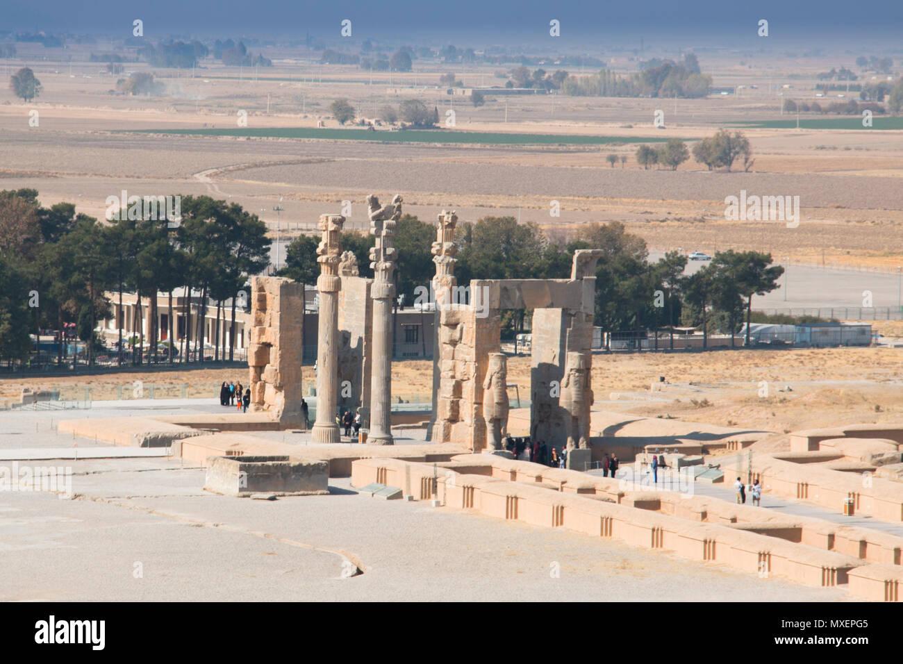 Persépolis, Irán - Noviembre 2017: Puerta de todas las naciones en la antigua ciudad de Persépolis fue una vez la capital del imperio aqueménido y es ahora la UNESCO h Imagen De Stock