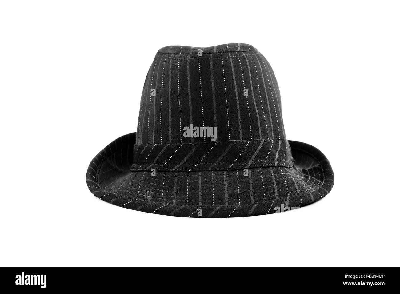 Un sombrero negro con franjas blancas aislado en blanco Imagen De Stock 4cb1854f452