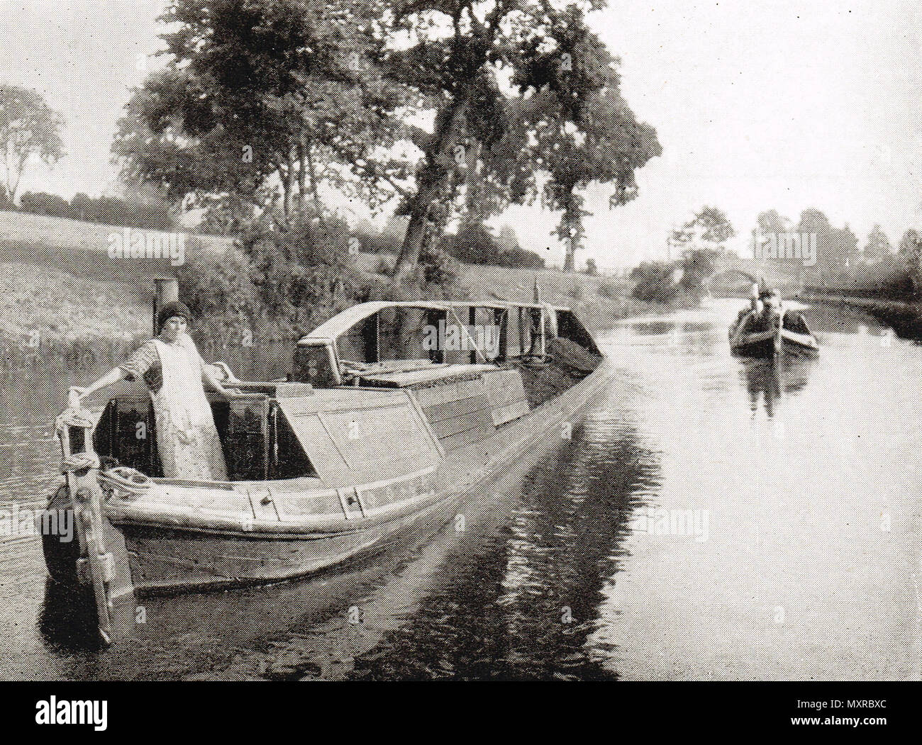 Las barcazas de carbón en un canal, el siglo xx Imagen De Stock