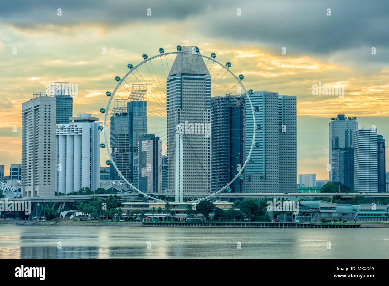 El Singapore Flyer Shot Desde Marina Barrage Vista Del Atardecer
