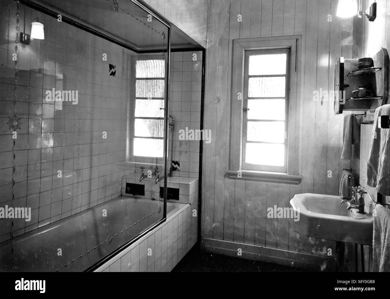 Cuarto de baño en la vivienda erigida por Queensland, Comisión de ...