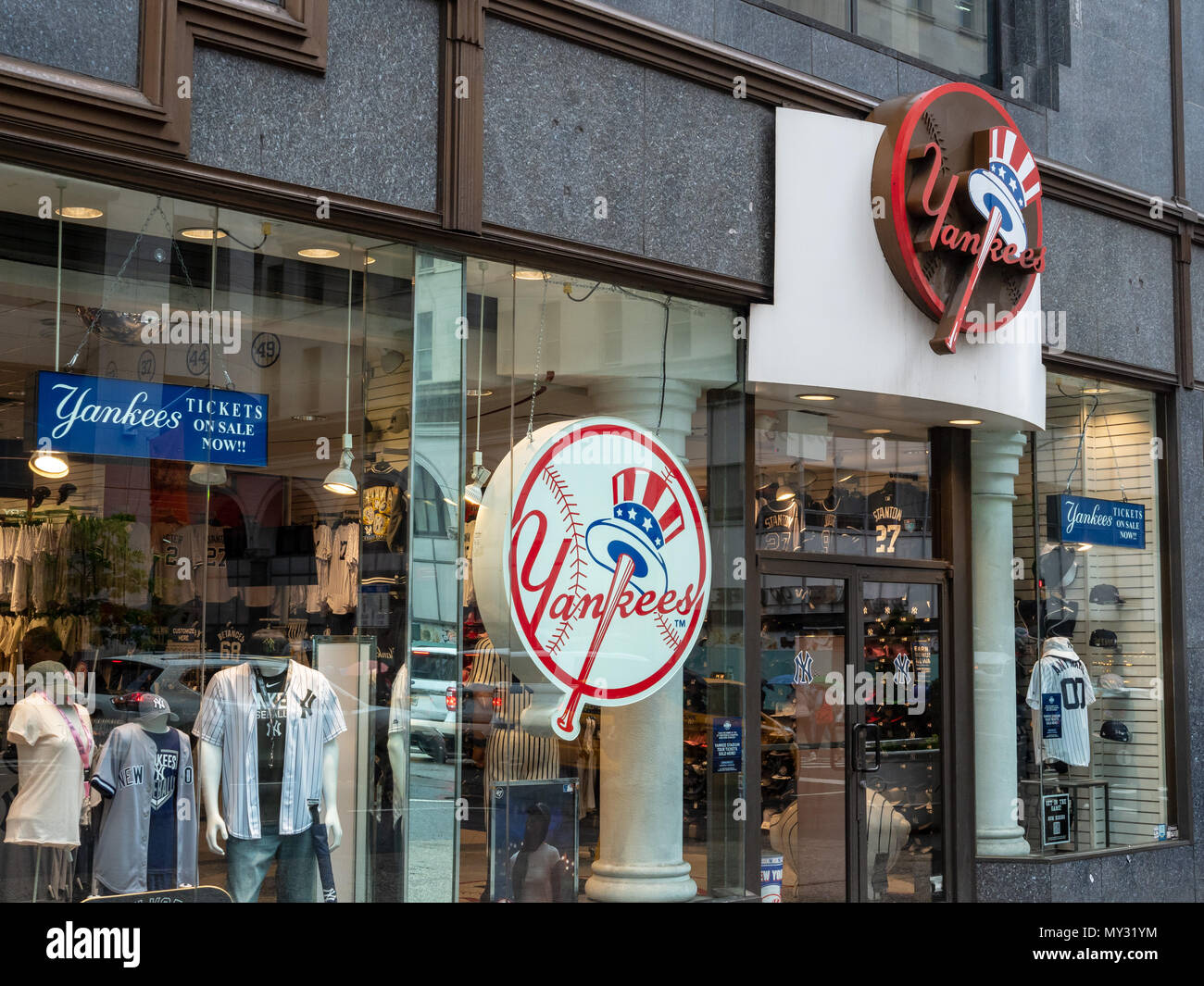 8da7b6ae82876 New York Yankees Team Store Imágenes De Stock   New York Yankees ...