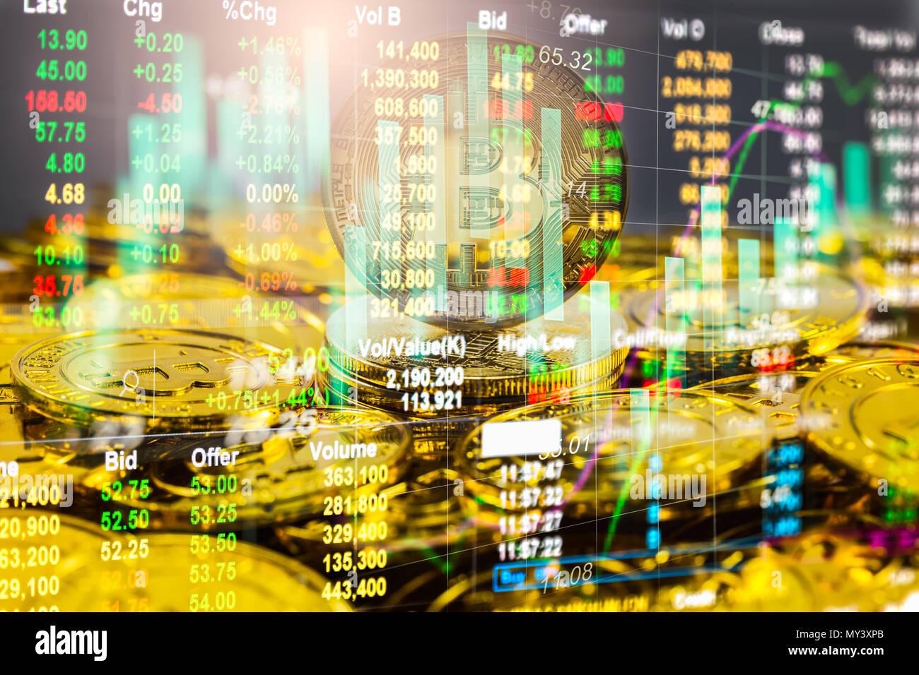 Una manera moderna de Exchange. Es Bitcoin pago conveniente en la economía de mercado mundial. Moneda digital Virtual de Comercio y de inversión financiera concepto. Abstr Imagen De Stock