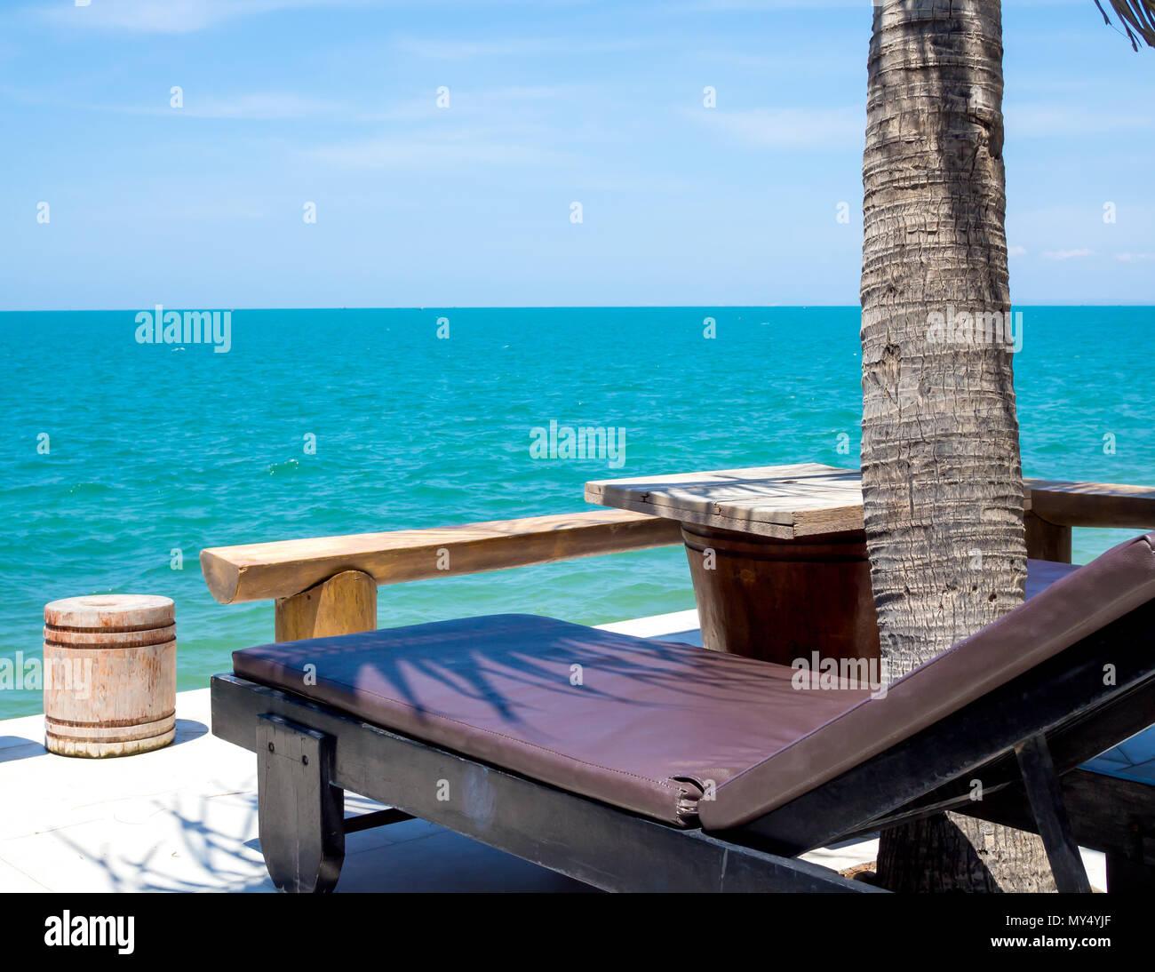 Terraza Con Vistas Al Mar Hamacas Bajo Las Palmeras De Coco