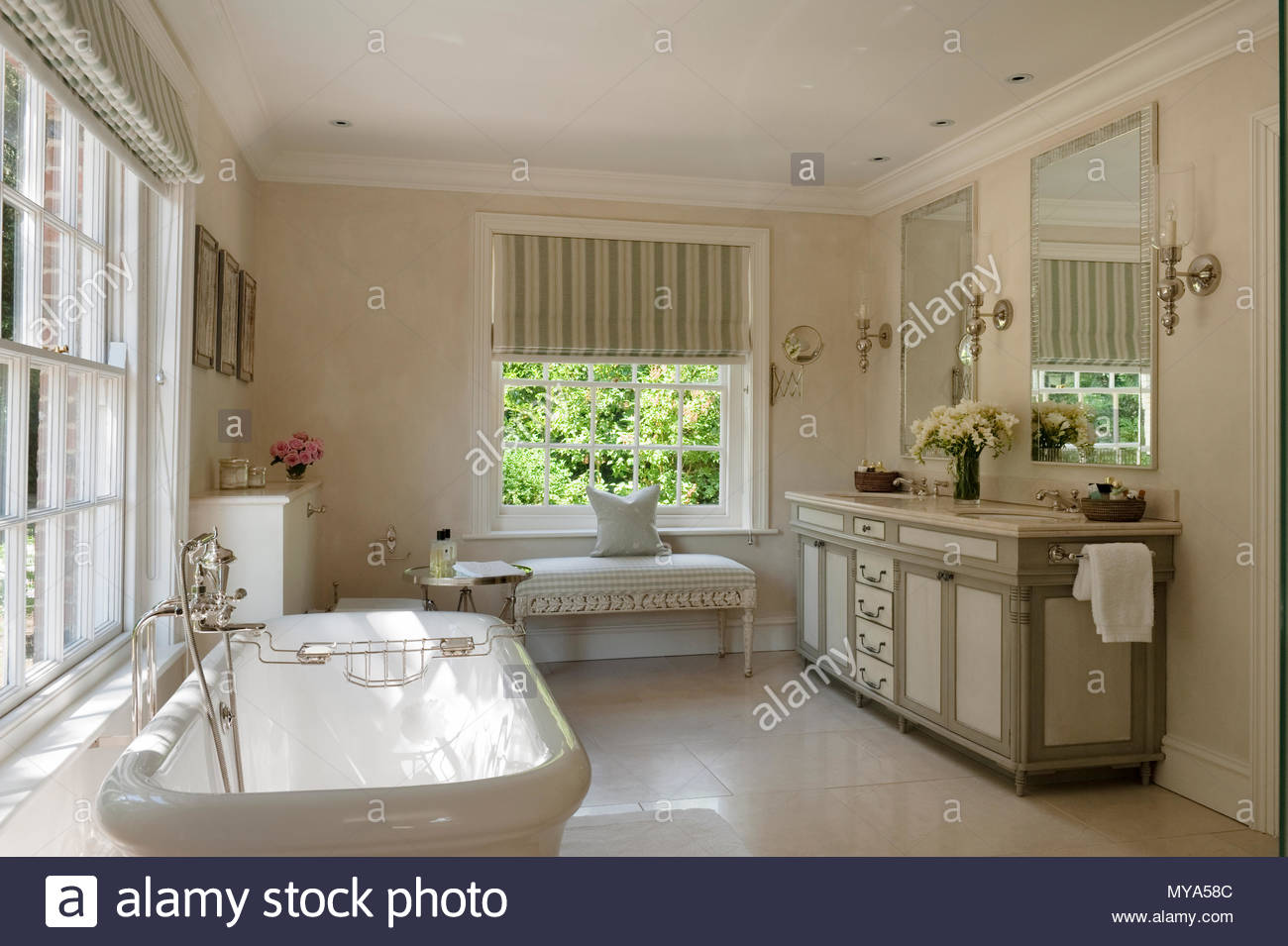 Elegante cuarto de baño Foto & Imagen De Stock: 188923068 - Alamy