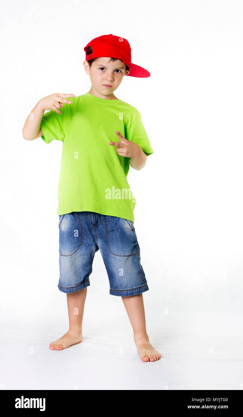 llega gran variedad de estilos proporcionar un montón de Personas reales ( Un niño llevaba una gorra roja Foto ...