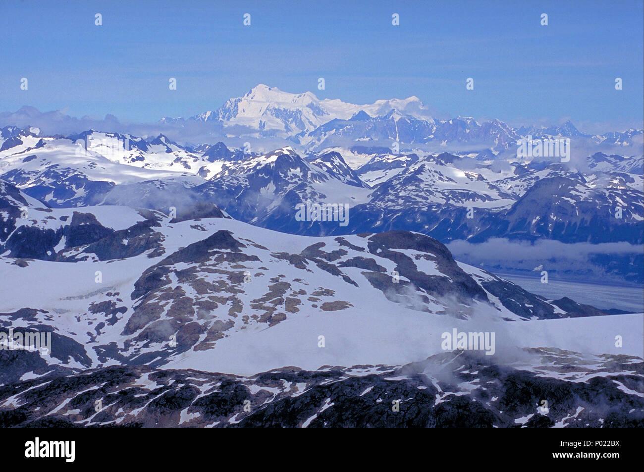 El Yukón, Landschaften verschneite Berge, grandioso, Yukon, Canada | grandes paisajes, montañas cubiertas de nieve, Cordillera de Alaska, Yukon, Canadá Imagen De Stock