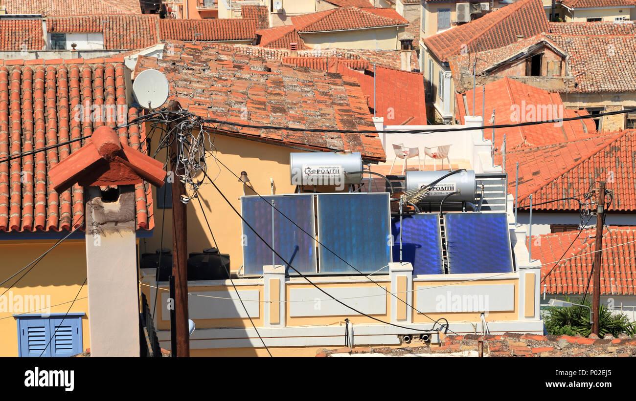 Los sistemas térmicos solares en la azotea, Grecia Imagen De Stock
