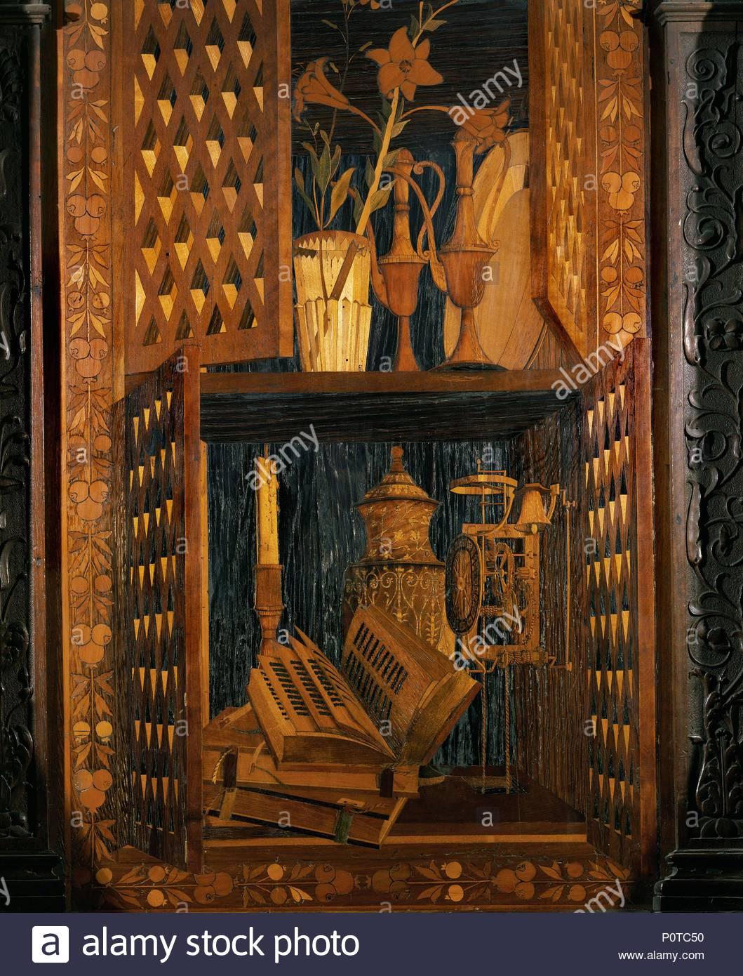 Los libros y los cristales en un armario. Incrustaciones de madera de la sillería del coro (1499) . Autor: FRA GIOVANNI DA VERONA. Lugar: Iglesia de Santa Maria in Organo, Verona, Italia. Imagen De Stock