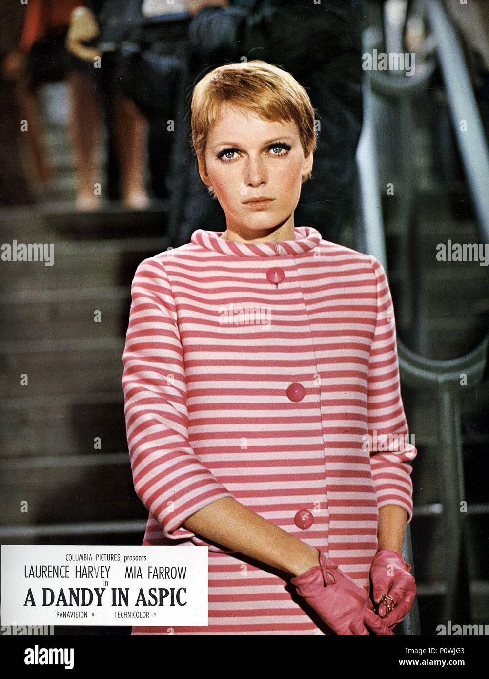 Scene Clothing 1960s Imágenes De Stock & Scene Clothing 1960s Fotos ...