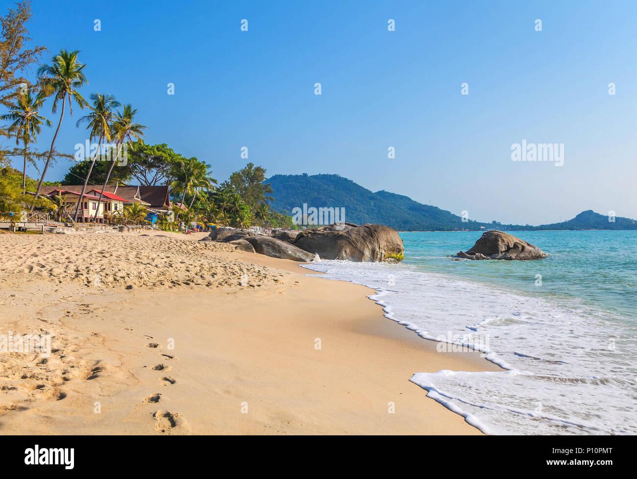 Amanecer sobre la isla Samui en Tailandia. La playa de Lamai. Foto de stock